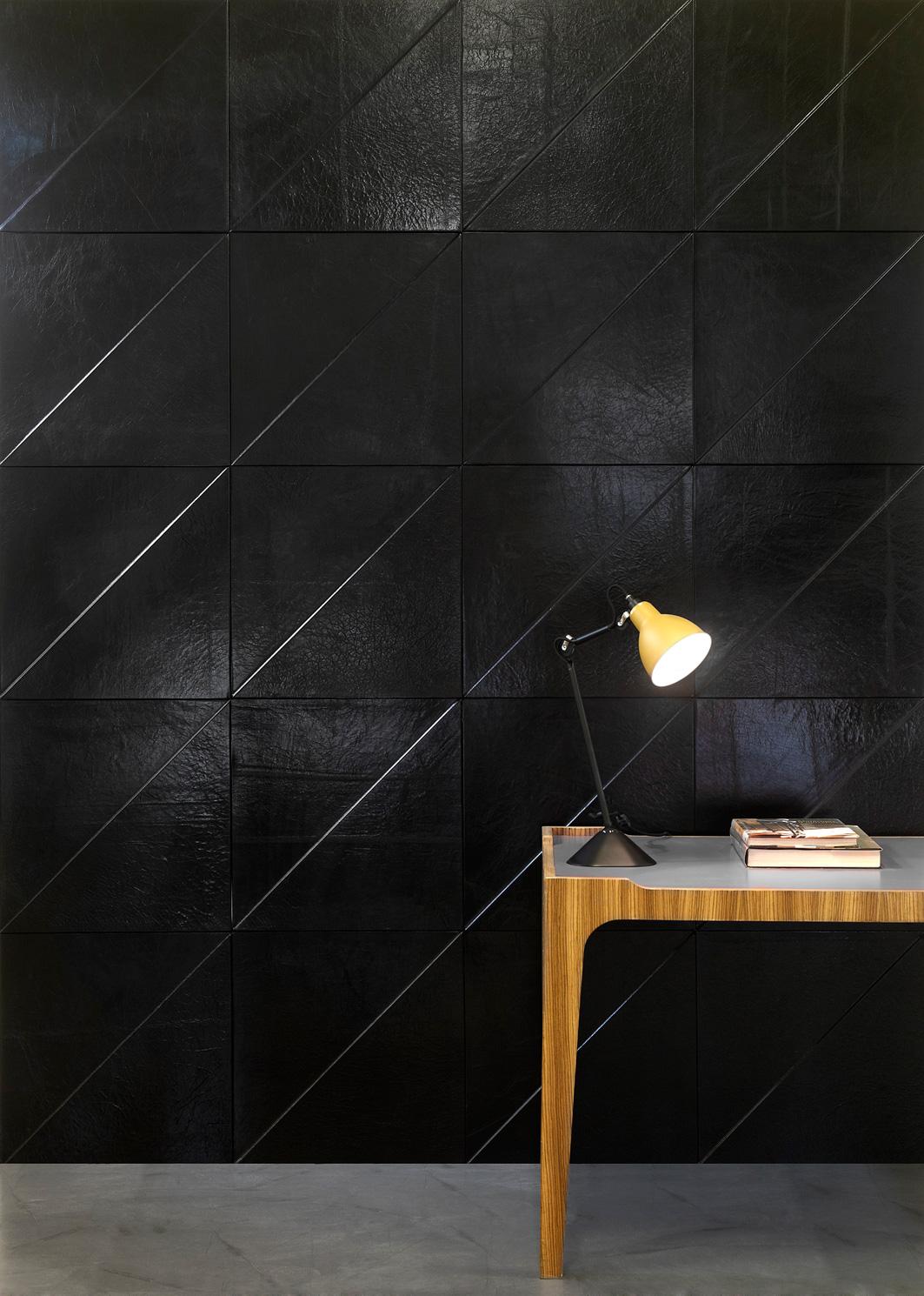 cuir au carre panneaux de cuir pr ts poser pour la. Black Bedroom Furniture Sets. Home Design Ideas